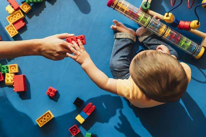 10 Dấu hiệu, biểu hiện của trẻ tự kỷ bố mẹ nên biết
